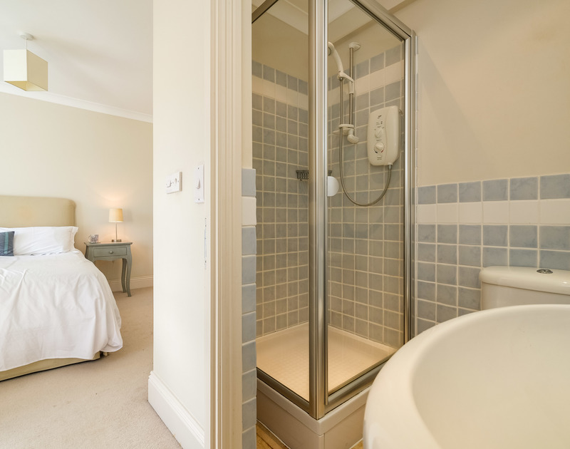 The master bedroom ensuite at Lowenna Manor 3 self catering holiday home in Rock, North Cornwall.