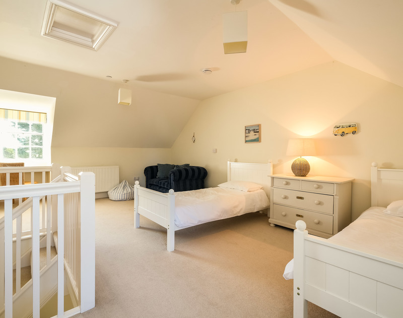 The twin bedroom at Lowenna Manor 3 self catering holiday home in Rock, North Cornwall.