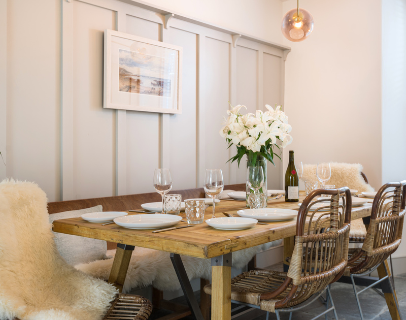 The sophisticated dining area at Albany self catering holiday home in Port Isaac, North Cornwall.