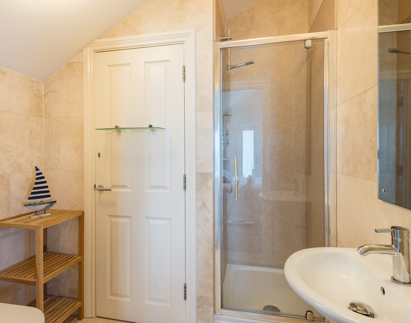 The double bedroom en-suite at Sea Gem self catering holiday home in Port Isaac, North Cornwall.