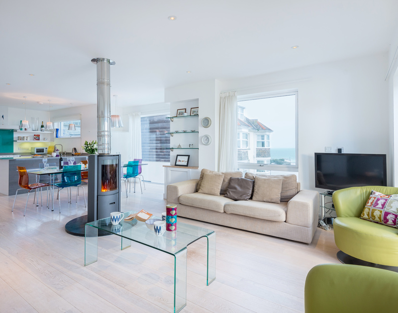 The open plan living area with sea views at Stepper Point self catering holiday home in Polzeath, North Cornwall.