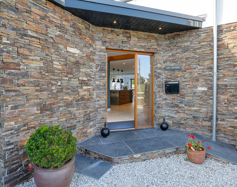 The stylish entry way into Chy-An-Ros self catering holiday home in New Polzeath, North Cornwall.