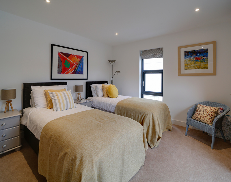 The twin bedroom at Chy-An-Ros self catering holiday home in New Polzeath, North Cornwall.