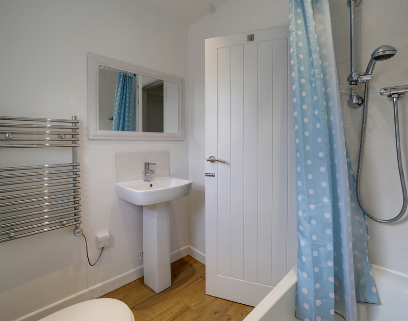 The downstairs bathroom at Little Sark self catering holiday home in Port Isaac, North Cornwall.