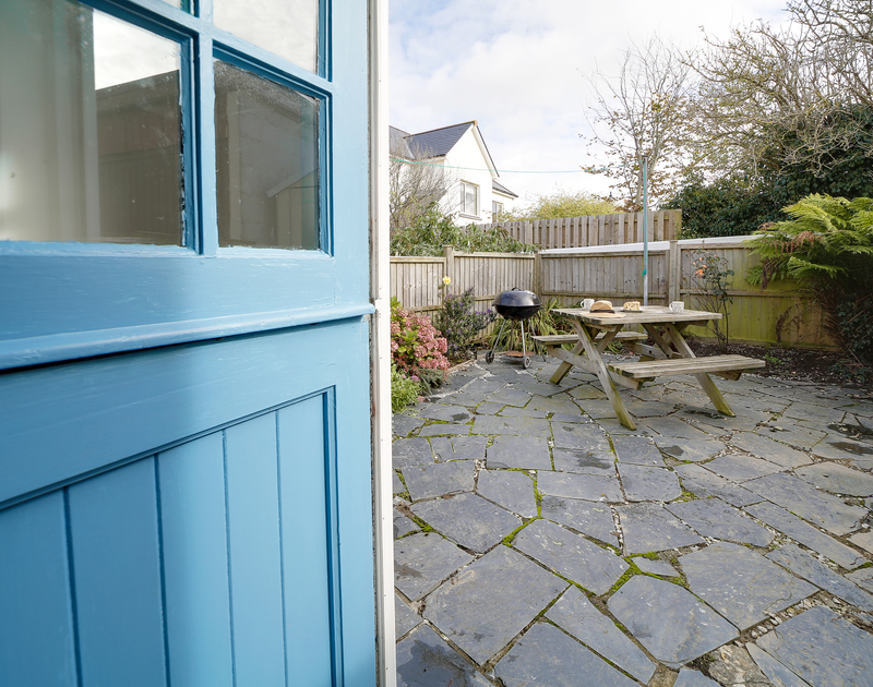 The back courtyard with seating and a BBQ at Little Sark self catering holiday home in Port Isaac, North Cornwall.