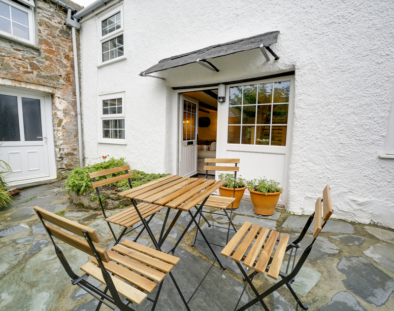 The outdoor seating area at Dane Cottage self catering holiday home in Port Isaac, North Cornwall.