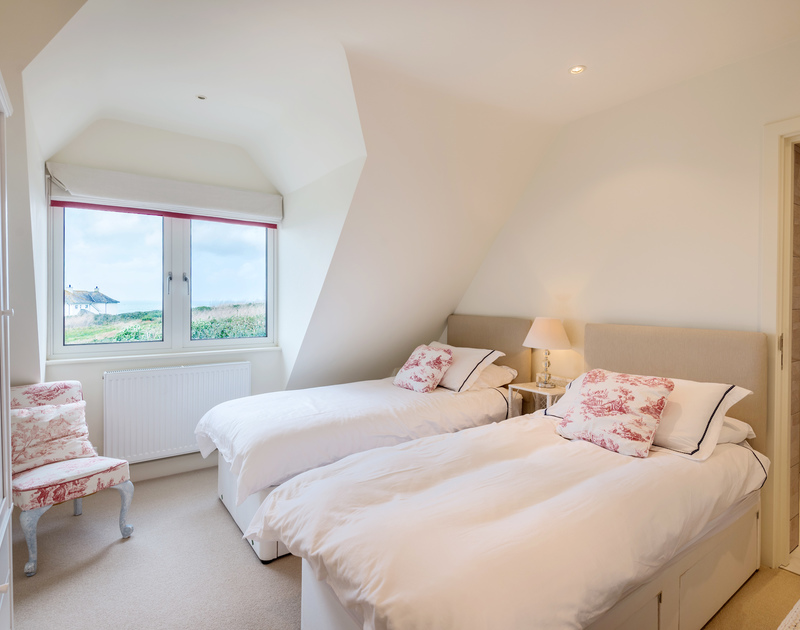 The twin bedroom with sea views and ensuite bathroom at Greenaway Heights self catering holiday home in Daymer Bay, North Cornwall.