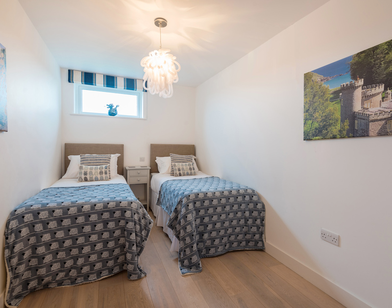 The second twin bedroom at Stepper Point self catering holiday home in Polzeath, North Cornwall.