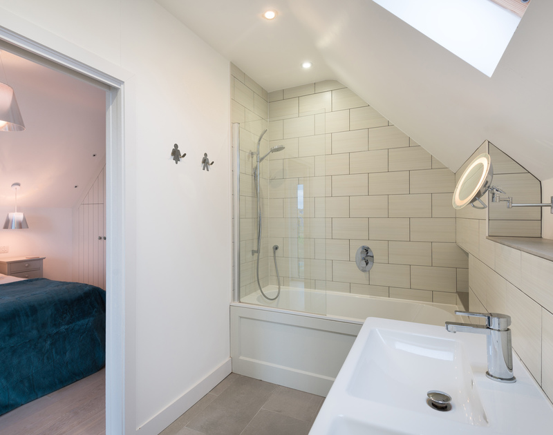 The master bedroom en suite bathroom at Stepper Point self catering holiday home in Polzeath, North Cornwall.
