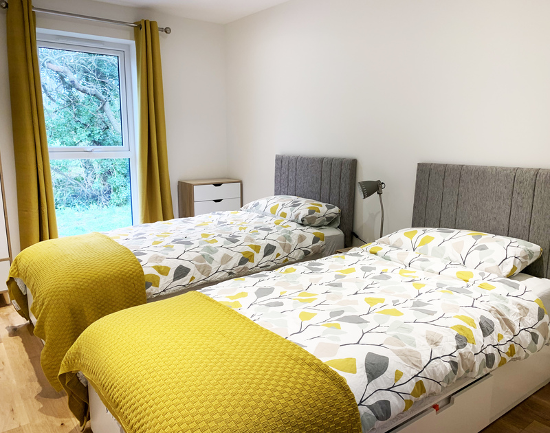 The twin bedroom at Barcelona self catering holiday home in Rock, North Cornwall.