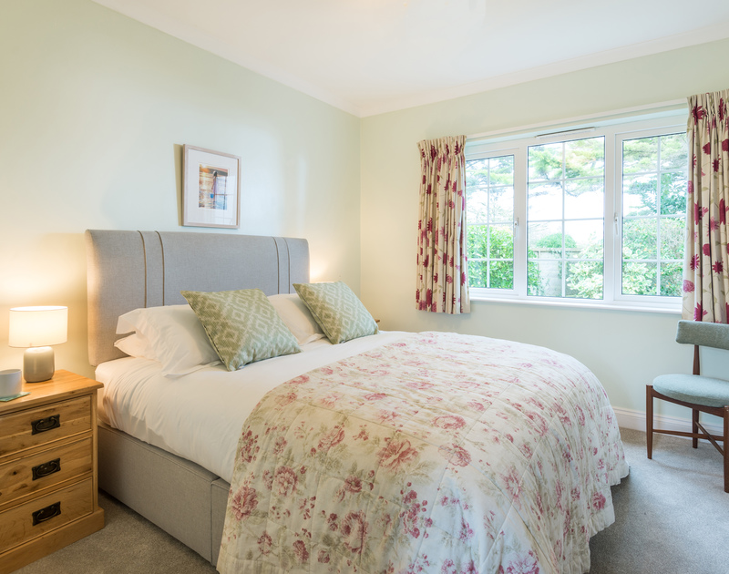 The double bedroom with ensuite at Sunnynook self catering holiday home in Rock, North Cornwall.