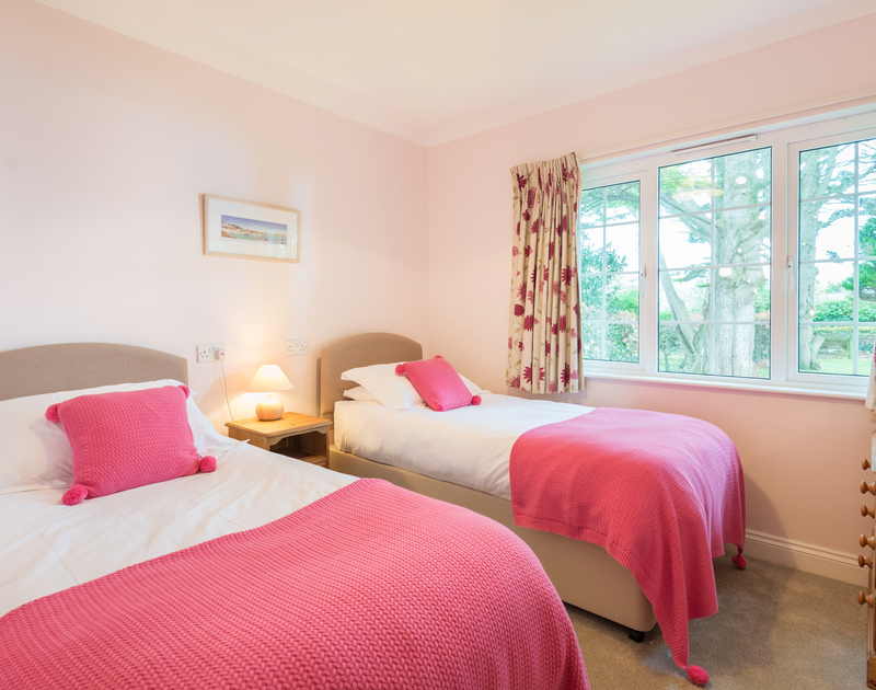 The twin bedroom at Sunnynook self catering holiday home in Rock, North Cornwall.
