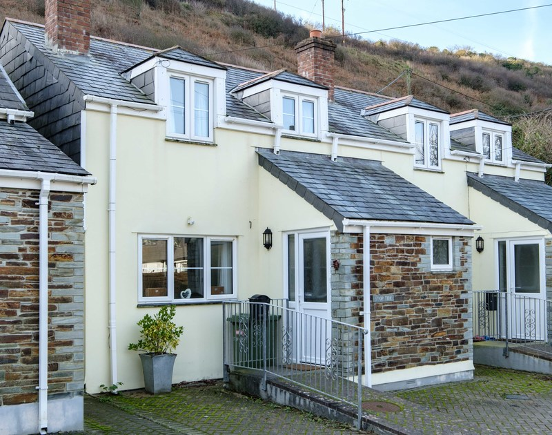 The external view of Stoptide Cottage self catering pet friendly holiday home in Port Gaverne, Port Isaac, North Cornwall.