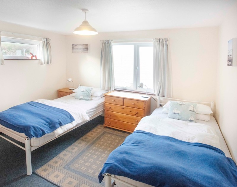 The second twin bedroom at Millbank self catering holiday home in Polzeath, North Cornwall.