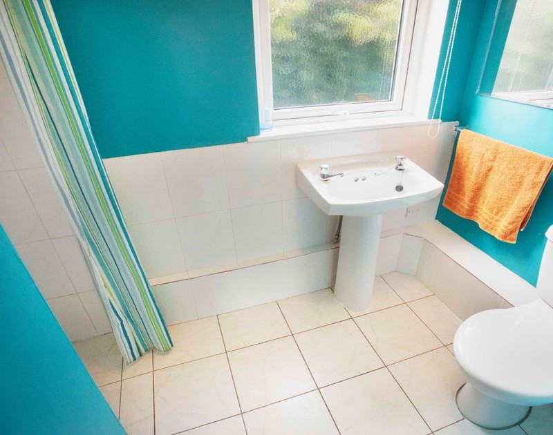 The family bathroom at Millbank self catering holiday home in Polzeath, North Cornwall.