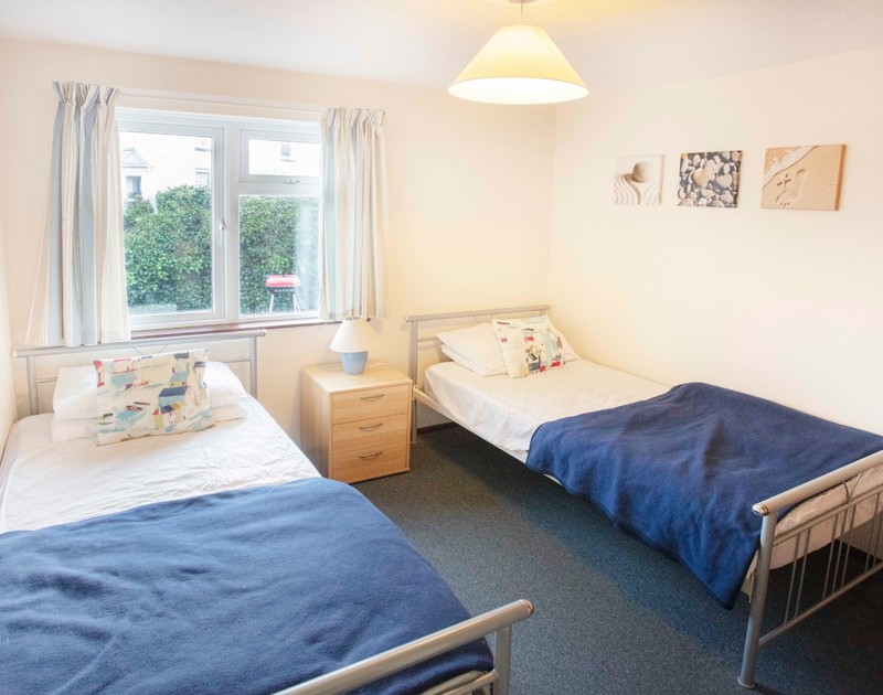 The twin bedroom at Millbank self catering holiday home in Polzeath, North Cornwall.