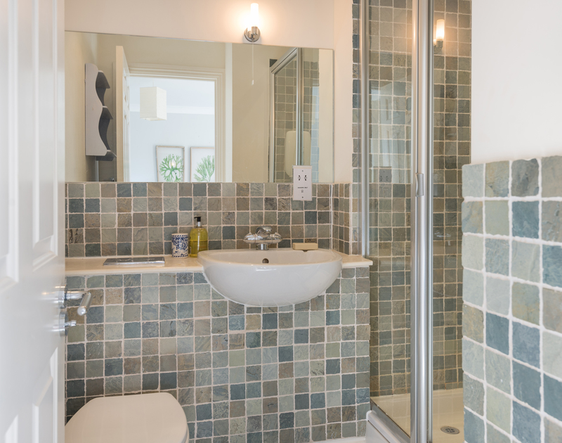 The master bathroom ensuite at Lowenna Manor 8 self catering holiday home in Rock, North Cornwall.