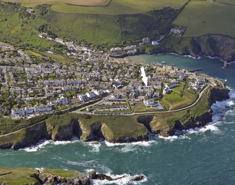 An aerial shot of Rock Lobster's location in Port Isaac the self catering holiday home in Port Isaac, North Cornwall.