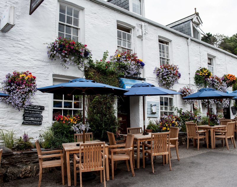 No need to drive, make the most of the award winning Port Gaverne Hotel, one of the best gastropub's around and only a 2 minute stroll from Stop Tide