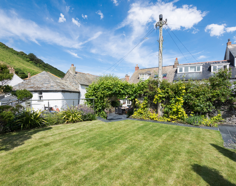 Trevan House's spacious lawn is an all day sun-trap