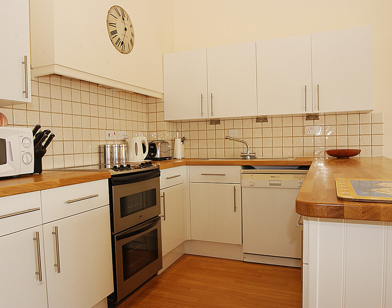The well-equipped modern kitchen of Slipway 9, holiday cottage in Rock, Cornwall