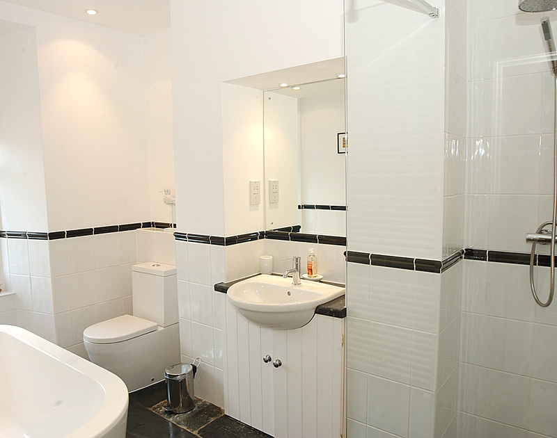 Modern bathroom in Stowaway, a self catering holiday apartment in picturesque Port Isaac, North Cornwall.