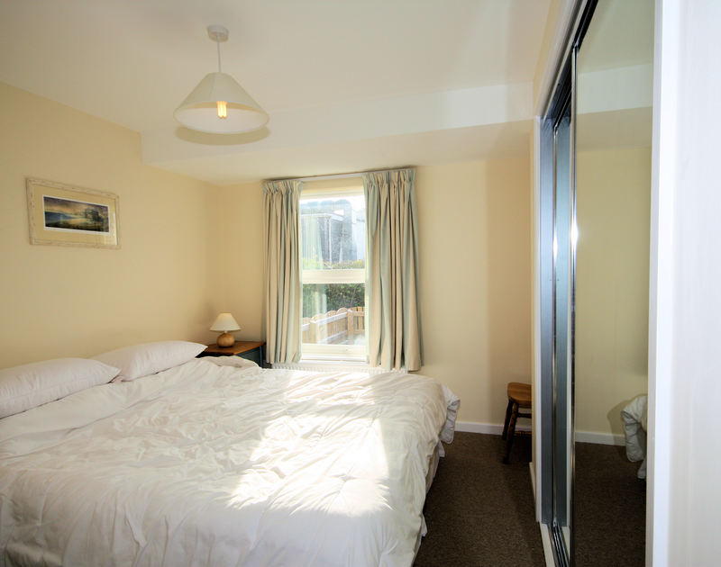 Ground floor double room with superking bed at Slipway 9, holiday cottage in Rock, Cornwall