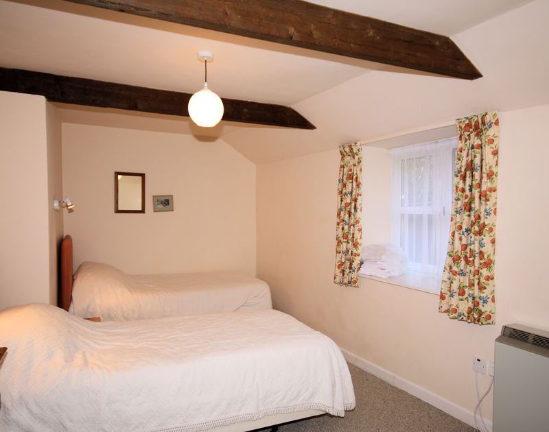 The twin bedroom in Mill Pond, a self catering holiday house to rent in Rock, Cornwall.
