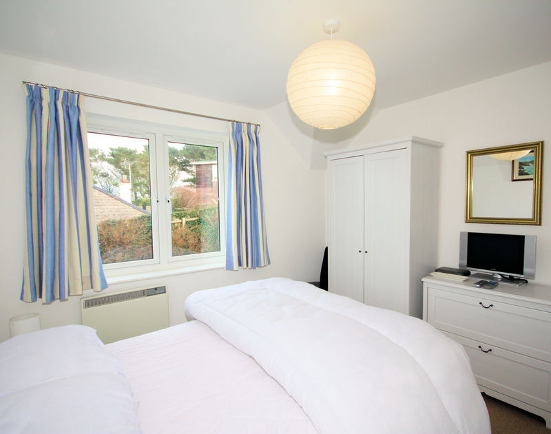 The bright double bedroom at 3, Pentire Rocks, a holiday house to rent in peaceful New Polzeath in Cornwall.
