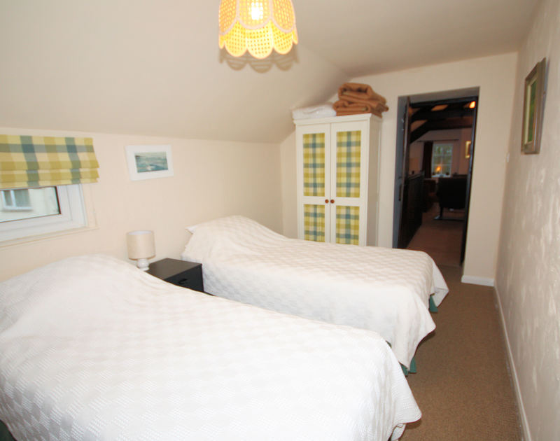 The twin bedroom on the first floor with an en-suite bathroom at Little Pityme, a self catering holiday rental in Rock, North Cornwall.