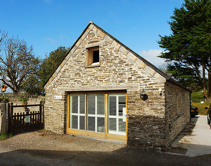 The exterior view of Little Tides, a cosy, romantic holiday rental in Rock, Cornwall