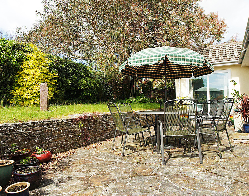The sunny garden and patio at little Sands, a holiday rental in Rock, North Cornwall.