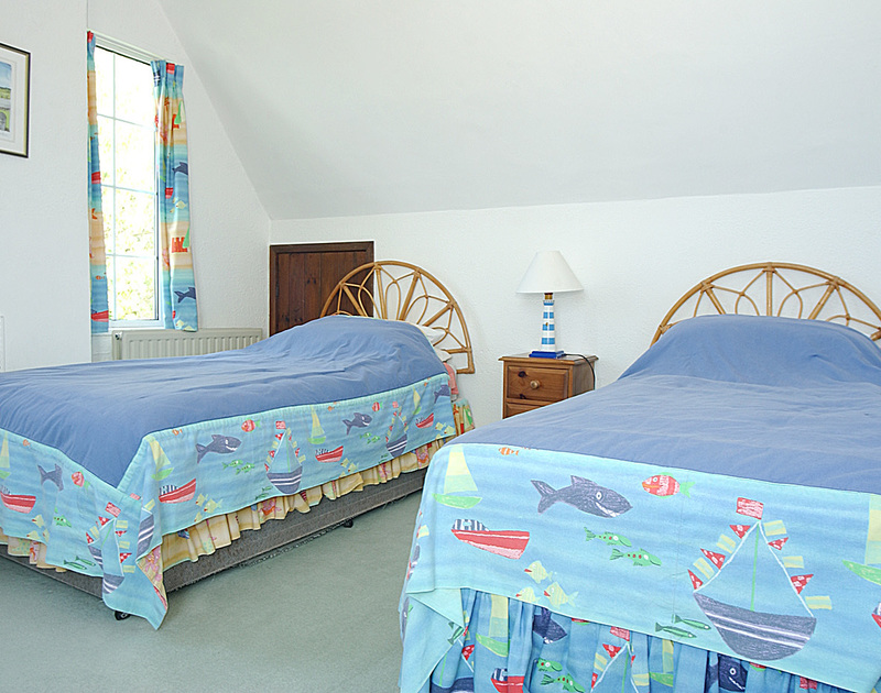 A twin bedroom in Thalassa, a self catering holiday home to rent in Daymer Bay, Cornwall.