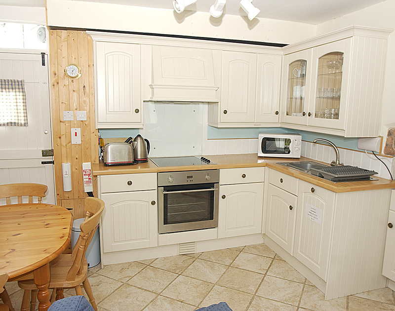 Pretty Brakestone Cottage in popular Port Isaac with tiled floor and modern light coloured units
