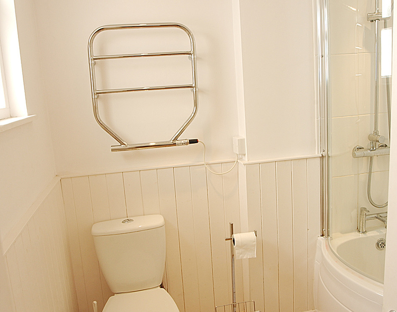 Bright bathroom in Bosun's Locker , a self catering, romantic holiday cottage to rent in Port Isaac, Cornwall.