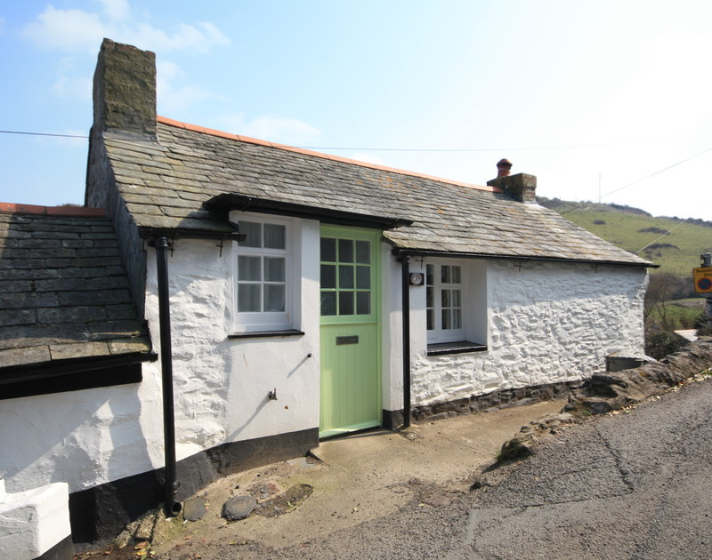 Roadside entrance with slate hung roof and pretty stable door at Crows Nest, a self catering holiday house to rent in Port Isaac, Cornwall.