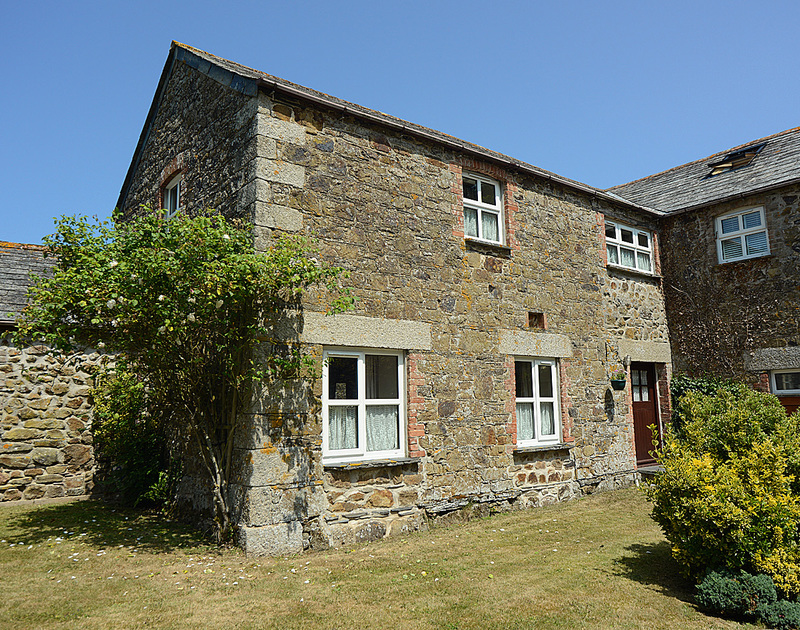 The pretty external view of The Granary, a self catering holiday house in Rock, Cornwall.