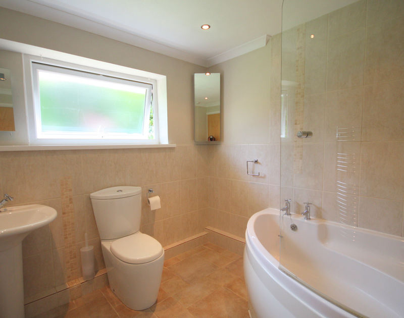 The modern and well designed family bathroom in Sunnybank, a self catering holiday bungalow in Port Isaac, Cornwall.