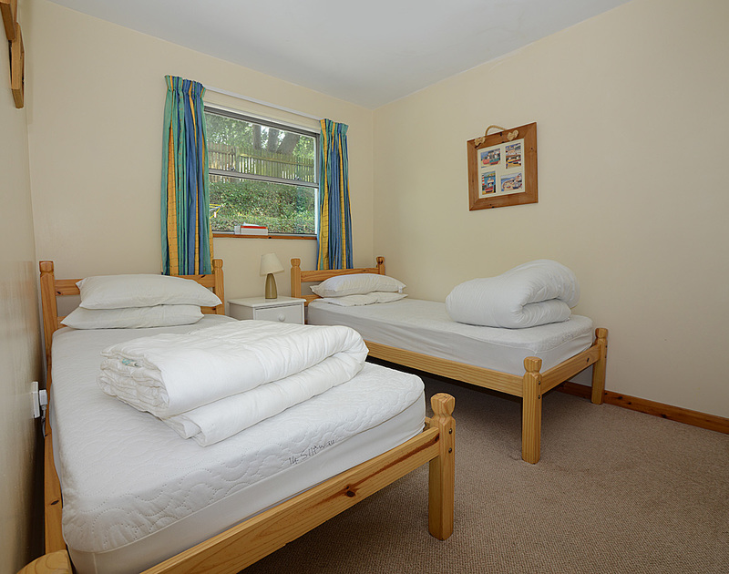 A twin bedroom at Slipway 14, a holiday rental in Rock, Cornwall