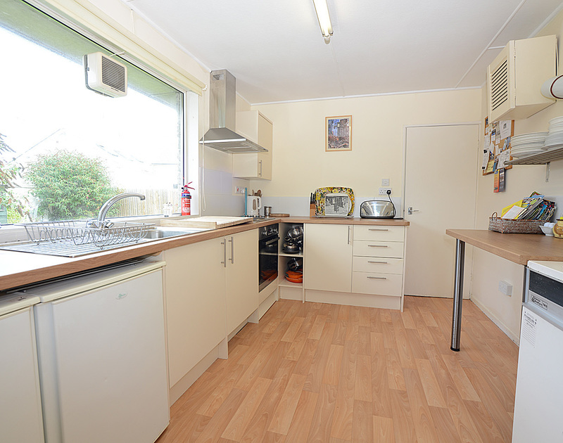 The bright, cheerful kitchen in Avoca, a self catering holiday rental in Rock, Cornwall.