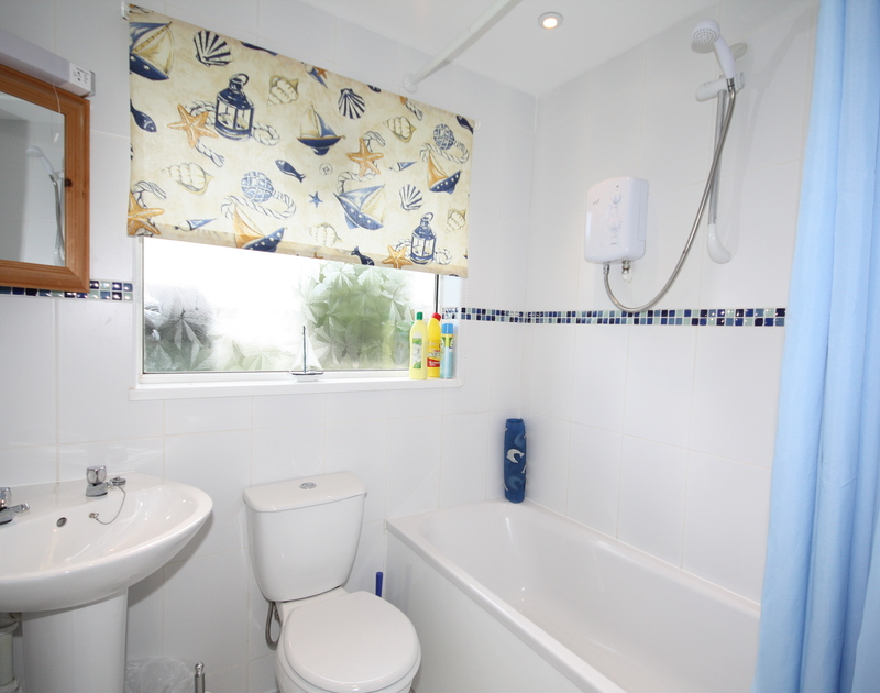 The bright, colourful bathroom in Avoca, a self catering holiday rental in Rock, North Cornwall.