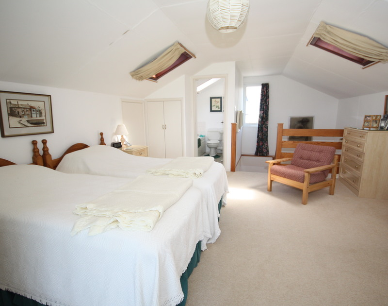 The first floor, ensuite, spacious twin bedroom of Broadagogue, a self-catering holiday house at Daymer Bay, Cornwall