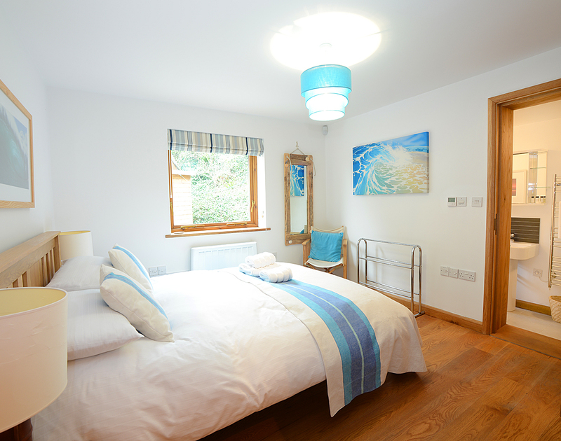 The second bright king size bedroom with en-suite in the contemporary holiday house 7, Sandy Hills located in Rock, North Cornwall.