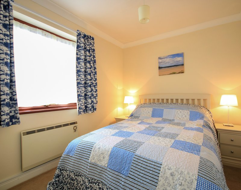 The pretty double bedroom in Hatchlands, a self catering holiday house to rent in Rock, North Cornwall.