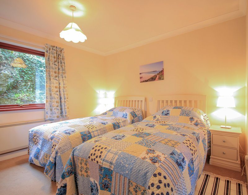 One of two pretty twin bedrooms in Hatchlands, a self catering holiday house to rent in Rock, North Cornwall.