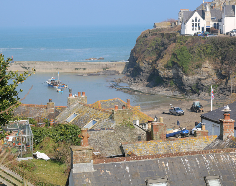 Stunning Port Isaac harbour and beach, the location of self catering holiday house 22, Church Hill on the North Coast of Cornwall.