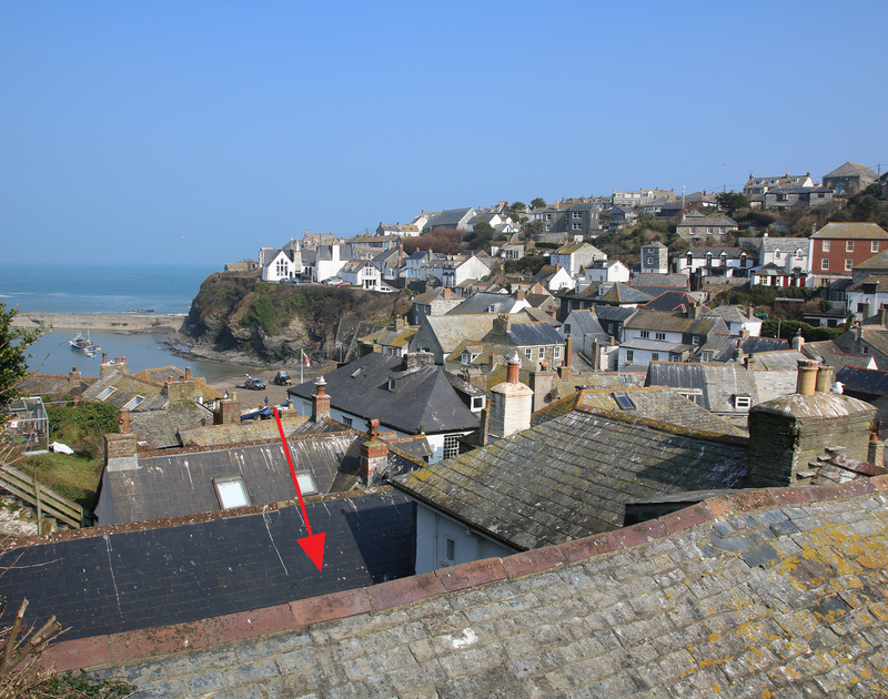 Elevated image detailing the location of self catering holiday property Church Hill Flat in Port Isaac, Cornwall and the proximity to the harbour.