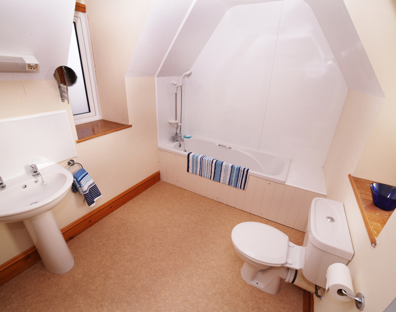 An ensuite bathroom at Seaworthy, a holiday house near Daymer Bay, North Cornwall