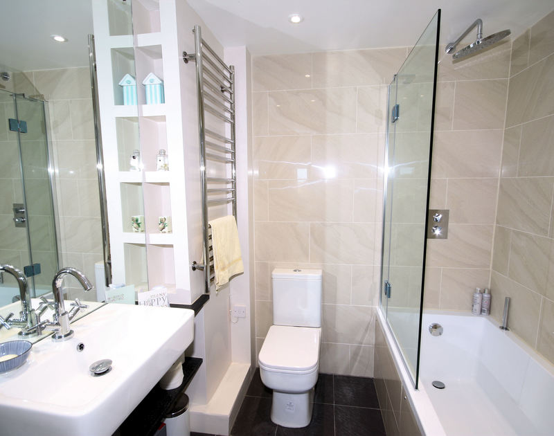 Smart and sleek modern ensuite bathroom of Bay View Cottage, a self-catering holiday rental near Daymer Bay.