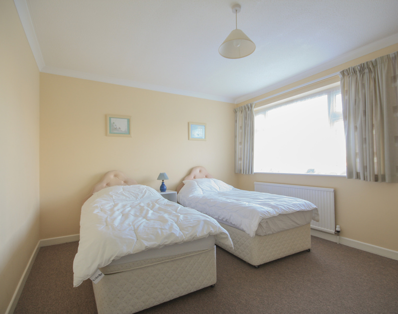 The comfortable twin bedroom at Tremelyn, a self-catering holiday rental in Polzeath,Cornwall available to rent through John Bray Cornish holidays
